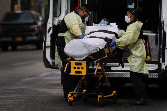 De staat New York is het zwaarst getroffen, met alleen daar al 113.000 besmettingen en 3.600 doden. In miljoenenstad New York City kwamen al 1.905 mensen om het leven.