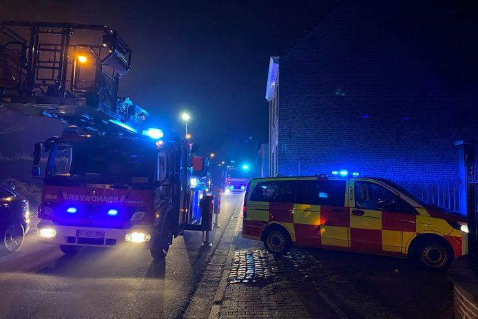 De brandweer arriveerde met verschillende voertuigen in de Kattelinnestraat in Erpe.
