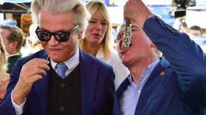 Vogeltjesmarkt met hekken afgezet en waterkanon om de hoek voor bezoek van Geert Wilders