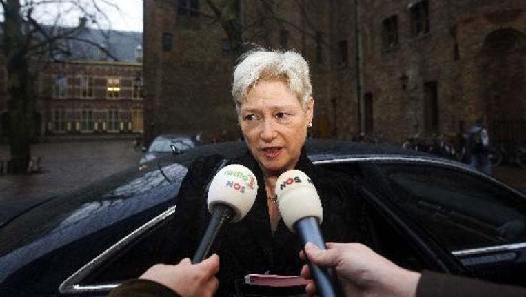 De coalitiepartijen CDA en ChristenUnie willen dat Van der Hoeven uitleg geeft over de aankondiging dat ze de beperking van de koopzondagen een jaar uitstelt. Foto ANP Beeld