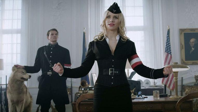 Julia Dietze in de film Iron Sky. Beeld