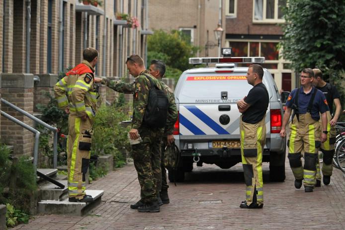 De explosieven opruimingsdienst (EOD) kwam ook naar Deventer.