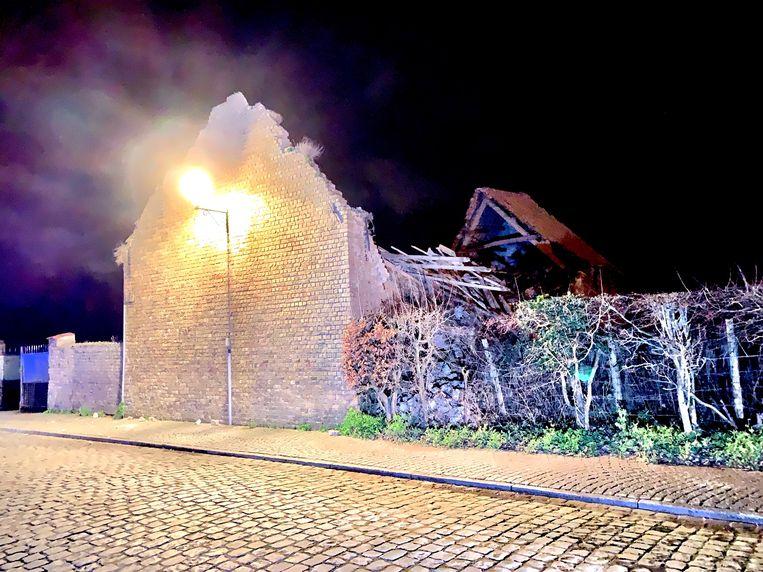 De ingestorte schuur in de Kerkstraat in het centrum van Damme.