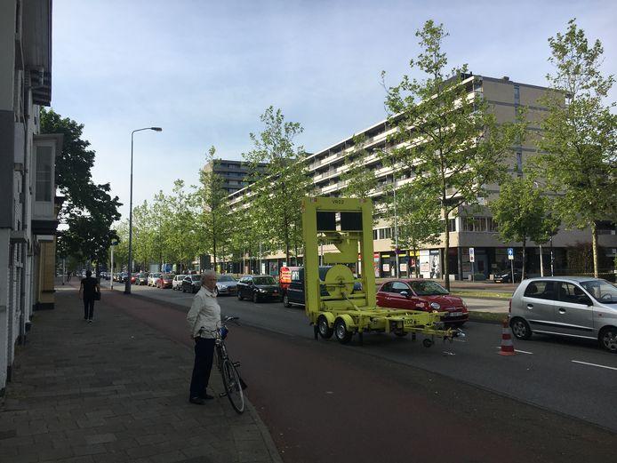 Op de Stratumsedijk in Eindhoven ontstonden rijen auto's door de afsluiting van de Hertogstraat.