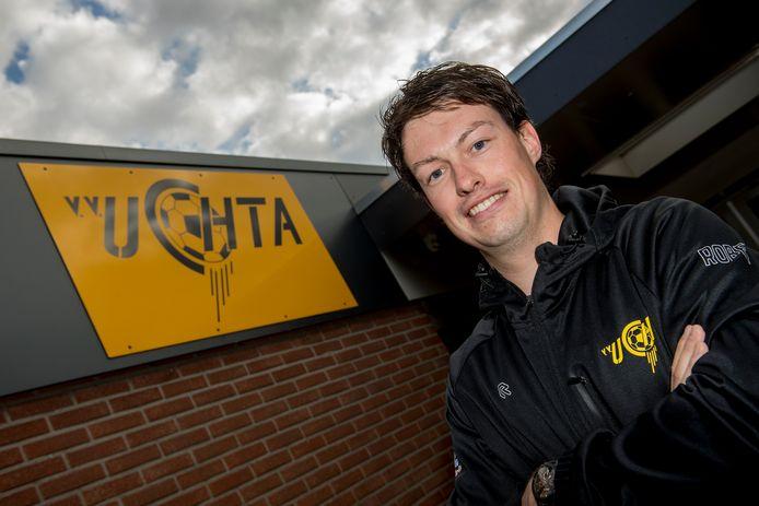 Mick Schuiling is vrijwilliger bij voetbalvereniging Uchta.