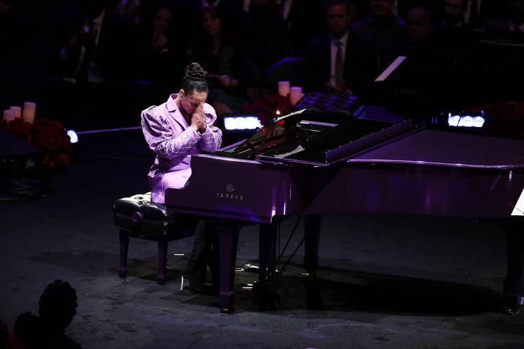 Alicia Keys speelt de 'Moonlight Sonata' van Beethoven, een van de favoriete nummers van Kobe en Vanessa Bryant