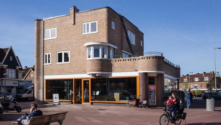 Voorbeeldig gerestaureerd en ingericht naar hedendaagse smaken staat de bibliotheek voor de Van der Pekbuurt klaar om weer te draaien als emancipatiemachine voor oude en nieuwe Nederlanders Beeld Floris Lok