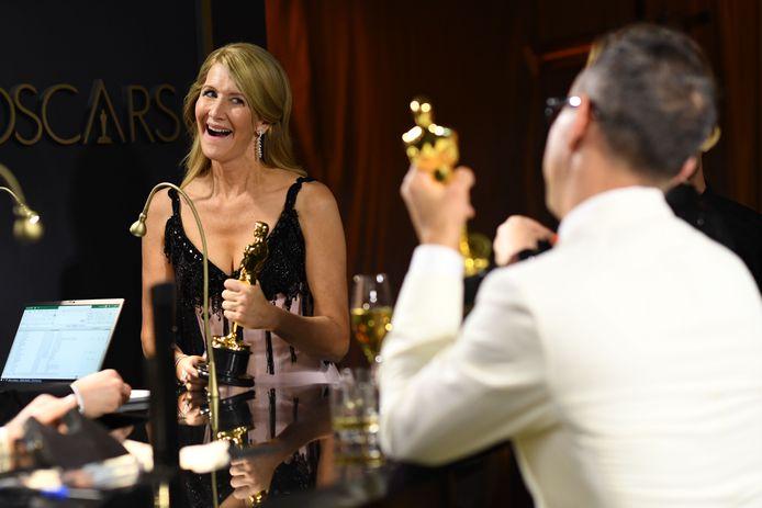 Laura Dern laat haar Oscar graveren.