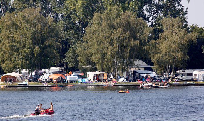 Grote drukte deze zomer op vakantiepark Marina Beach bij Hoek.