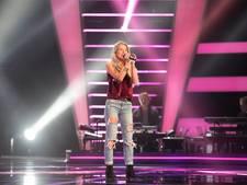 Julia krijgt alle stoelen om bij 'The Voice' en moet dan kiezen