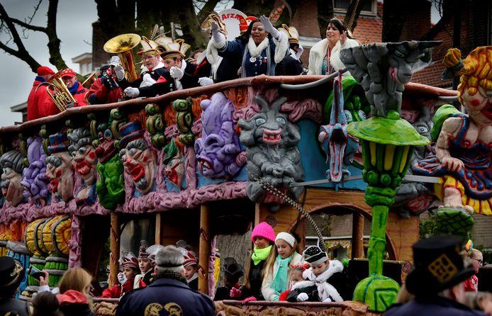 De carnavalsoptocht in Dordrecht een aantal jaren geleden tijdens een nog coronavrij carnaval.