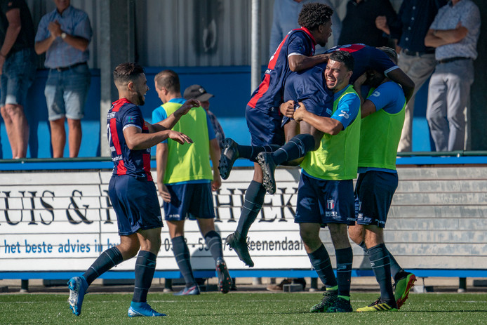 Excelsior Maassluis viert de 1-2.