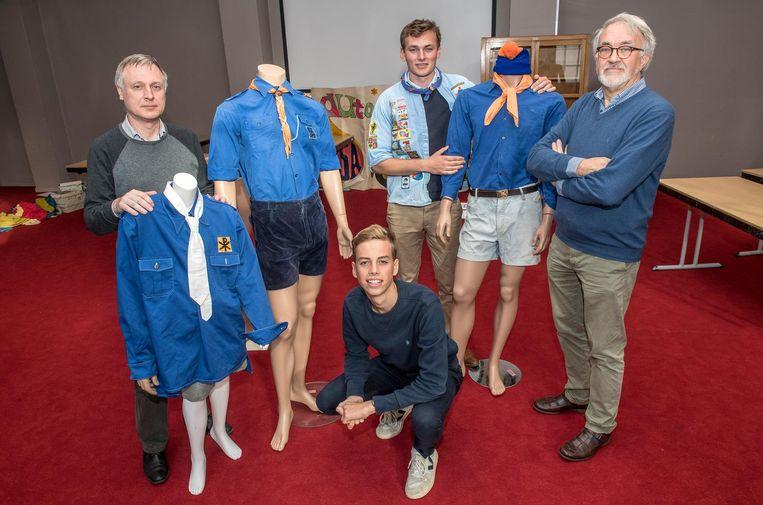 Johan Delbeke, Stan Priem, Brecht Verbeest en Paul Van Ghampelaere tussen enkele KSA-outfits door de jaren heen.