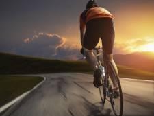 Wielrenner trapt meisje (16) van haar fiets