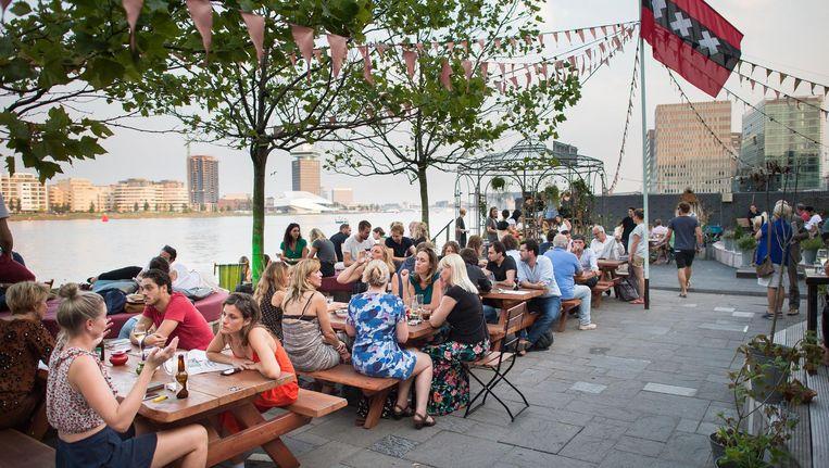 Het terras van restaurant Meneer Nieges Beeld Mats van Soolingen