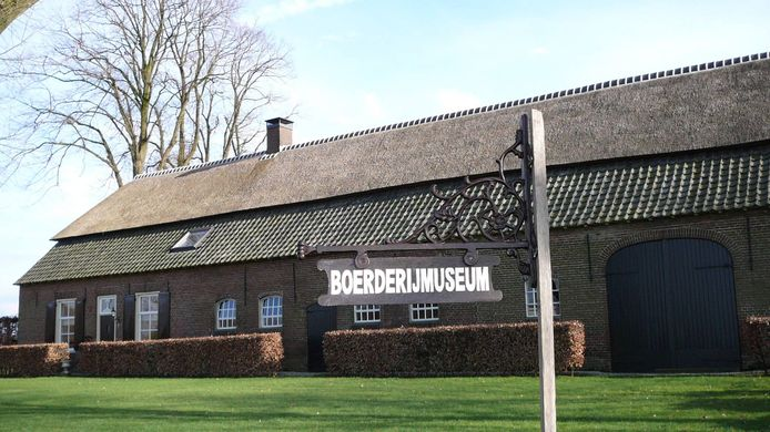 Het afgebrande boerderijmuseum Grutje aan het Groot Loo in Hilvarenbeek.