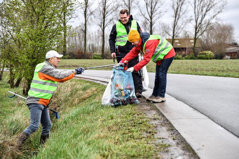 Illustratiefoto - In heel wat steden en gemeente gaan vrijwilligers op pad om zwerfvuil te ruimen.