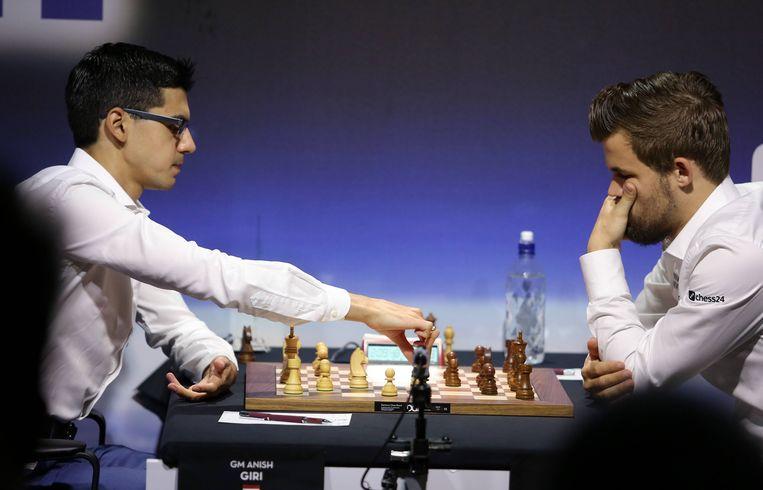 Anish Giri (L) en Magnus Carlsen (R).  Beeld BSR Agency