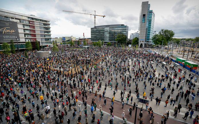 Demonstranten voeren actie op het Jaarbeursplein, eerder dit jaar tijdens de Black Lives Matter demonstratie.