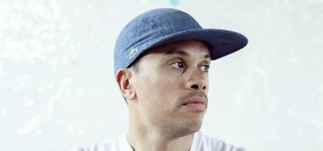 Amersfoortse rapper Jiggy Djé op Eredivisiebal: 'Hiphoptalent is ongefilterd en recht voor z'n raap'