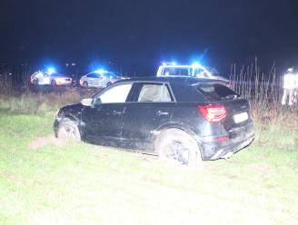 Auto belandt op akker naast E403, automobilist lichtgewond