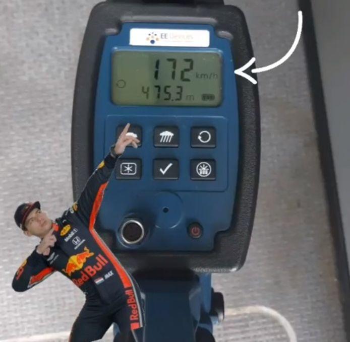 'De auto reed 65 procent van de snelheid van een Formule 1-auto', aldus de politie, die deze beeldbewerking op Instagram plaatste.