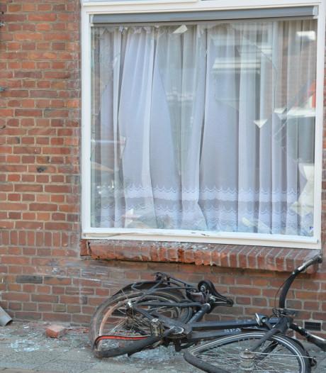 Fietser vliegt door ruit van woning na opzettelijke aanrijding in Breda
