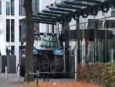 Boeren vertrekken tevreden na blokkade  hoofdkantoor FrieslandCampina in Amersfoort