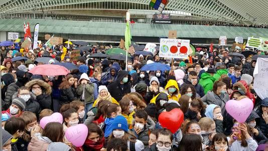 Rassemblement devant la gare des Guillemins à Liège.