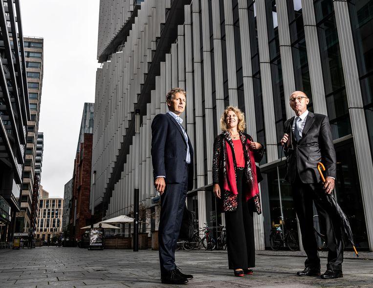 3 bankiers: Linda Broekhuizen, Hann Verheijen en Vincent van Assem (uiterst rechts).  Beeld Jiri Buller