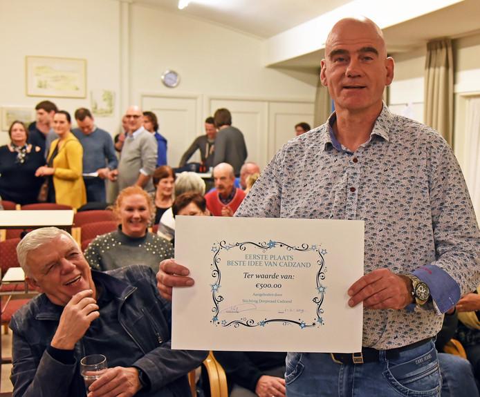 Ronald Vanhijfte, voorzitter van voetbalvereniging Cadzand, won 'Het beste idee van Cadzand' en kreeg een cheque ter waarde van 500 euro.