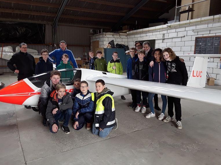 De leerlingen STEM van Sint-Laurens mogen na de Paasvakantie hun eigen zweefvliegtuig ontwerpen.