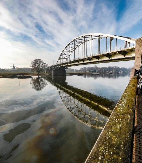 Oliespoor IJssel: onderzoek gaat nog dagen duren, Duitse visser trok als eerste aan de bel