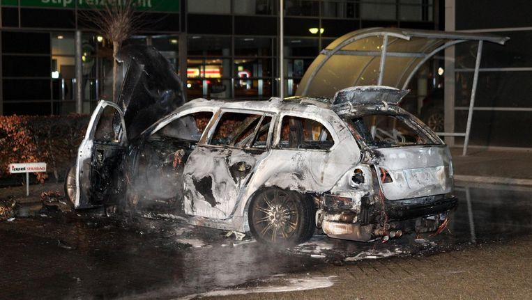 De uitgebrande auto zou gebruikt zijn als vluchtauto bij de liquidatie in Kerkdriel. Beeld anp