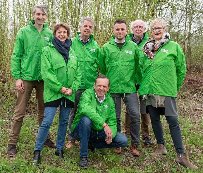 Het nieuwe team van GroenLinks West Betuwe, met rechts beoogd lijsstrekker Andrea Zierleyn.