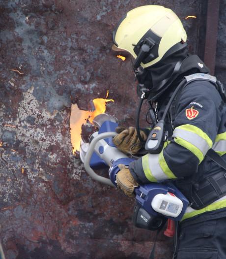 Opnieuw slaan hoge vlammen uit vuilcontainer in Vinkeveen