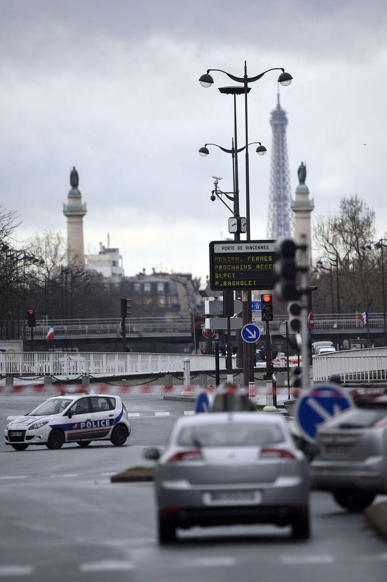 Het oosten van Parijs bij Porte de Vincennes is afgesloten vanwege de gijzeling die daar aan de gang is. Beeld afp