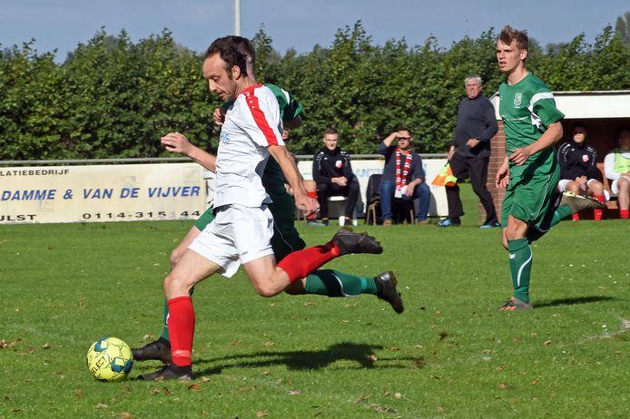 Jeroen Bosma scoort 1-0 voor Hulsterloo.