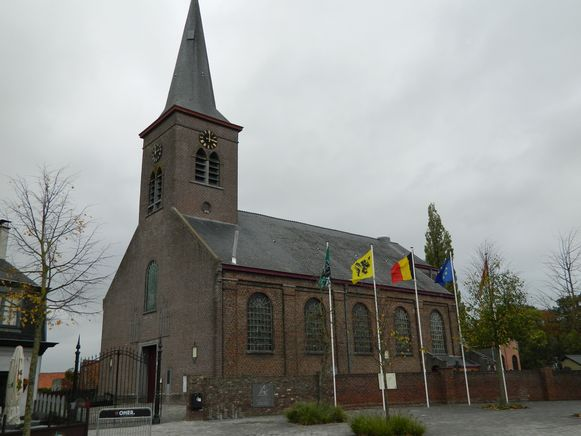 De Sint-Lambertuskerk van Poeke.