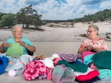 Diny en Sjaan breien sjaals voor Gambia: '20 graden is koud hoor'