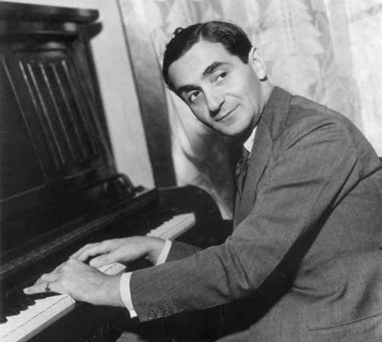 Irving Berlin emigreert als kind uit Rusland naar de VS, via Antwerpen. Een van zijn piano's is daar te zien in het Red Star Line  museum.