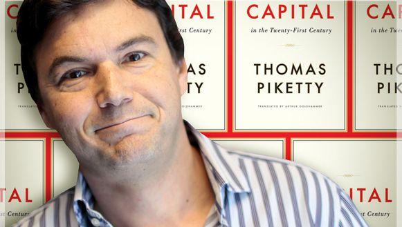 Thomas Pikkety poseert trots voor zijn bestseller.