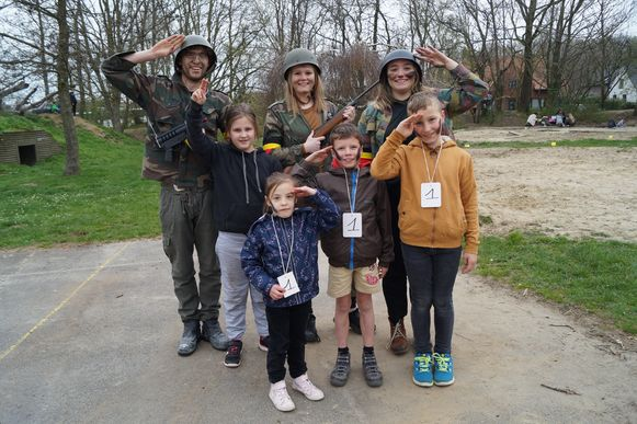 Deze kinderen hadden het alvast erg naar hun zin bij het leger.