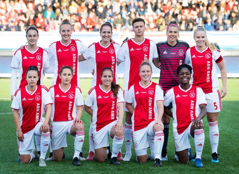 Het elftal van Ajax tijdens de KNVB Bekerfinale Vrouwen, mei 2019. Beeld ANP