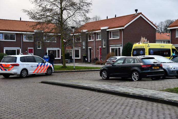 Hulpdiensten kwamen vanmiddag naar de Kampanje in Dronten waar een steekincident plaatsvond.