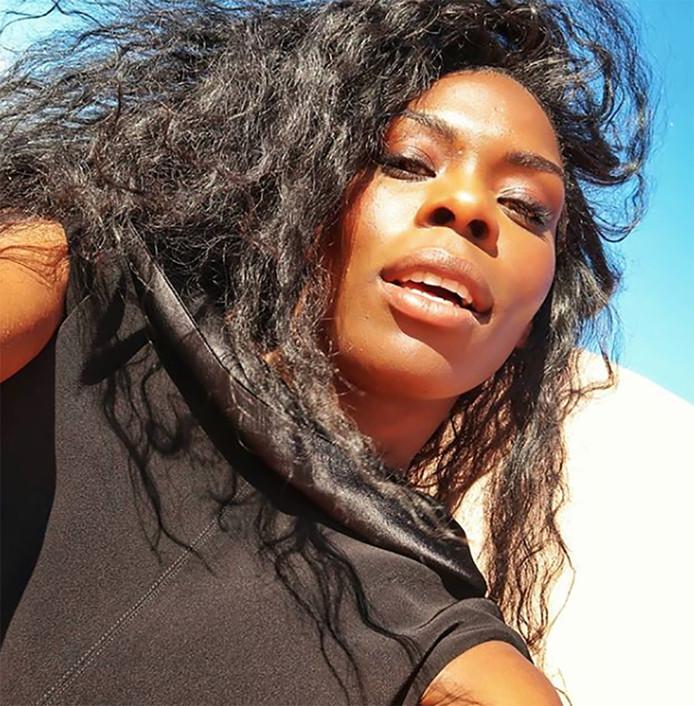 Imanuelle Grives tijdens haar fotoshoot voor Jan Magazine