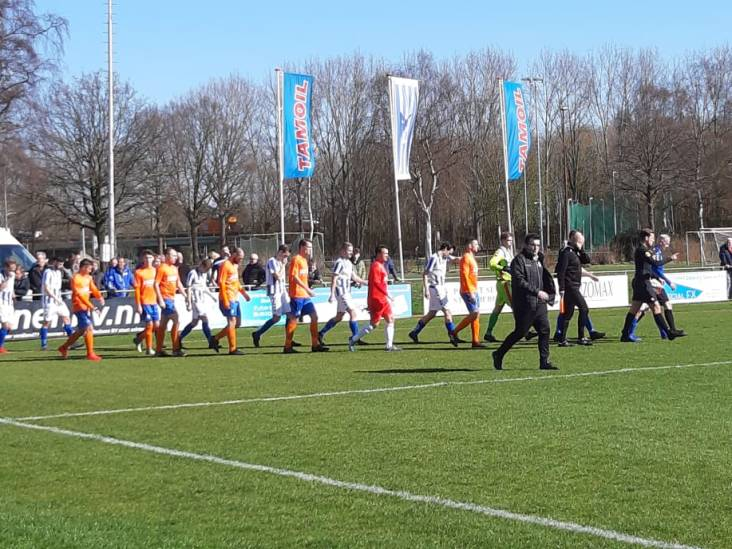 Derby Steenbergen tegen RBC gestaakt na vechtpartij, scheidsrechter krijgt tik in commotie