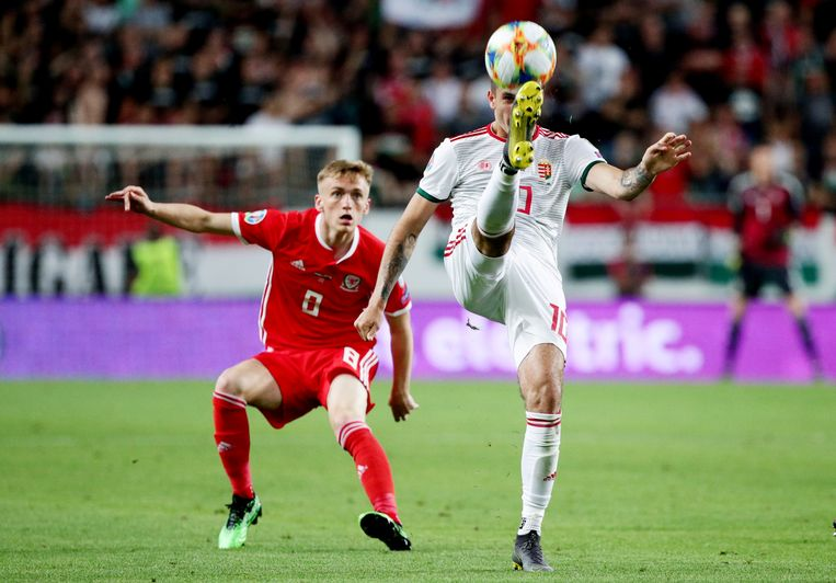 Matt Smith (links) aan het werk met de nationale ploeg van Wales.