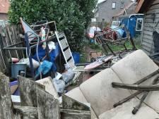 Burgemeester over rommel bij Weggeefwinkel in Millingen: 'Help die man eens met de heg snoeien'