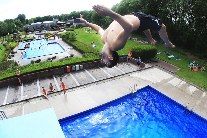 Het nieuwe zwembad krijgt geen buitenbad meer, dat wordt de gemeente Zwijndrecht veel te duur.